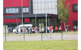 Plexus și-a întrerupt activitatea - Angajații scoși în curte pentru testare Covid-19