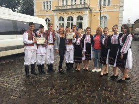"""Elevii de la Liceul Tehnologic """"Horea"""" - Premii importante la două festivaluri folclorice"""