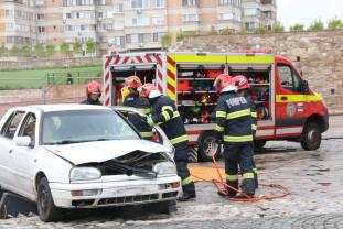 85 de ani de la înfiinţarea primei structuri militare de pompieri - Sărbătoare la ISU Bihor