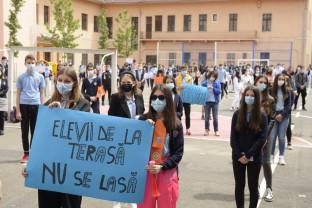 "Scandal la Colegiul Național ""Emanuil Gojdu"" - Elevii și profesorii prinși la mijloc"