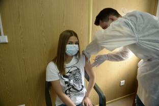 Centre închise și program scurtat în întreg judeţul - Orașul vaccinează satul