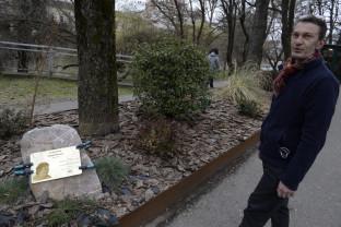 """Efigia comemorativă din Parcul Libertății a fost înlocuită - Placă mai puțin """"ruginită"""" pentru Anna Marossy"""