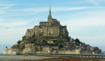 Patru tineri au escaladat acoperişul abaţiei Mont-Saint-Michel - Cum mâinile goale