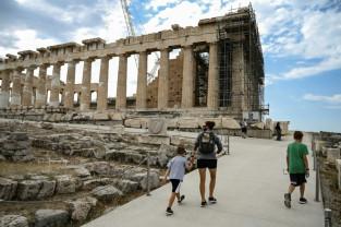 Grecia. Renovarea Acropolei, stânca sacră a Atenei, stârneşte controverse - Acuzaţii de neglijenţă