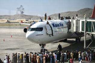 Afganistan. Preluarea puterii de către talibani provoacă exodul - Haos pe aeroportul din Kabul
