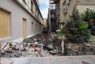 Între străzile Independenţei şi Alecsandri - Alee pietonală pavată cu piatră