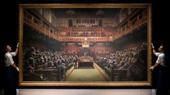 "Pictura lui Banksy ""Devolved Parliament"" - Tablou vândut cu 11 milioane de euro"