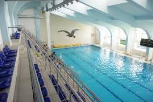 Bazinul Crișul se redeschide mâine - Reîncep cursurile de înot