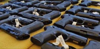 Dotări noi pentru polițiștii din toată țara - 25.000 de pistoale Beretta