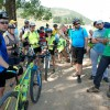 Peste 100 de iubitori de aventură, pe biciclete - Printre dealuri și doline