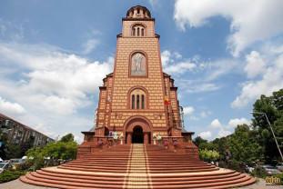 În Duminica Sfinţilor Români - Târnosirea Bisericii Sfântul Apostol Andrei
