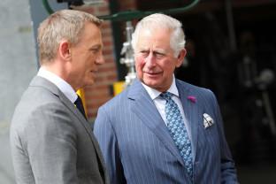 Pe platourile de filmare - James Bond s-a întâlnit cu prințul Charles