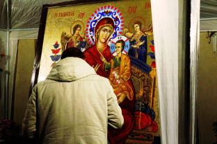 Patriarhia Română recomandă: - Pupaţi icoanele acasă!
