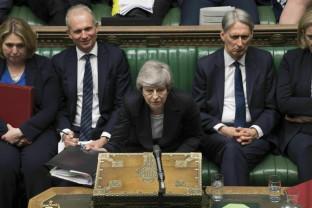 Guvernul britanic amână iniţiativa Brexit - Cu demisia pe masă