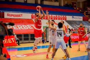 Zece victorii la rând în campionat pentru baschetbalişti - La un succes de locul 2 la finalul sezonului regulat