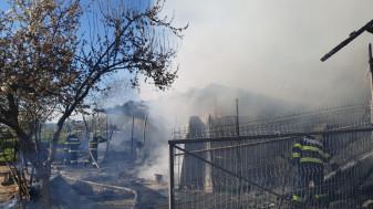 Primele concluzii arată că focul a fost pus intenționat - Incendiu violent în Budureasa