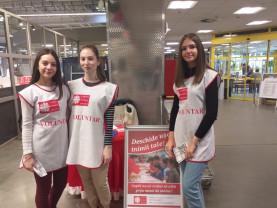 Colecta de Crăciun a Asociaţiei Caritas Eparhial Oradea - Bani şi alimente donate de orădeni