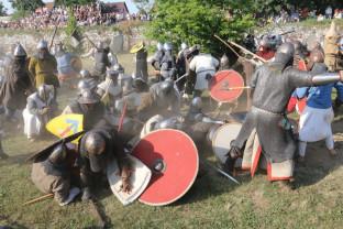 Demonstraţii de luptă, concerte şi jonglerii cu foc - Festival Medieval în Cetatea Oradea
