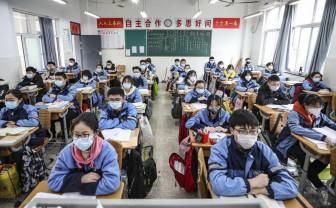 Elevii chinezi se reîntorc la şcoală după patru luni de carantină - Cursuri ultra-securizate