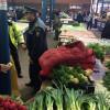 Poliţiştii au confiscat ţigări, alimente, parfumuri şi cosmetice - Razii în pieţele din Oradea