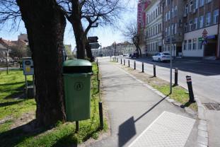60 de coșuri din 300 au fost montate - Noi pubele stradale în Oradea