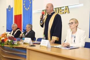 Preşedintele Senatului Universităţii, Sorin Curilă - Şi-a dat demisia