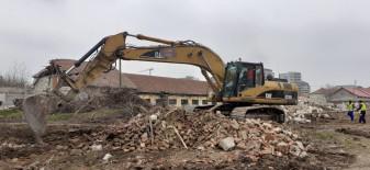 Pregătiri pentru construcţia noului spital - Demolări pe strada Vlădeasa