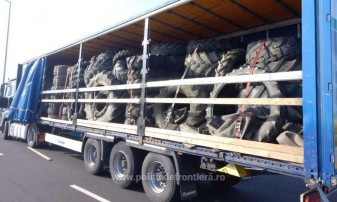 Peste 12 tone de îmbrăcăminte și 150 de cauciucuri uzate - Deşeuri oprite la PTF Borș I și II
