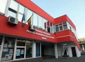 Absolvenţii, aşteptaţi să se înscrie la AJOFM Bihor - Nu ratați ocazia!