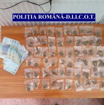Un bihorean întors din Anglia, prins în timp ce vindea cannabis - Trafica droguri, în autoizolare