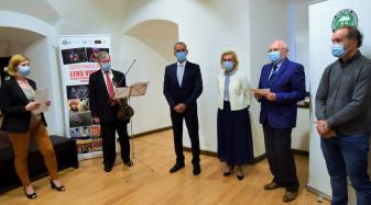 La galeria Asociaţiei Euro Foto Art - Expoziţie de artă fotografică din India