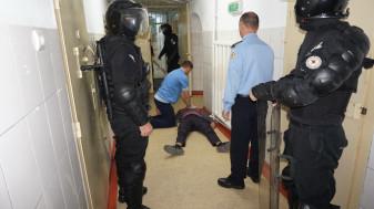 Pompierii, jandarmii şi poliţiştii au intervenit în cazul unor incidente simulate - Exerciţiu la Penitenciarul Oradea