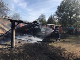 Doi pompieri militari aflați în timpul liber au intervenit de urgență - Incendiu în Meziad