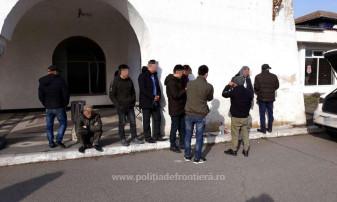 Patru călăuze şi zece migranţi, prinşi lângă graniţa cu Ungaria