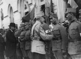 100 de ani. Marşul spre Marea Unire (1916-1919) - Între război şi pace. Revoluţia bolşevică
