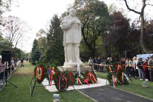 La exact 100 de ani de la inaugurarea primei şcoli româneşti din Oradea - Statuia lui Emanuil Gojdu, reinaugurată
