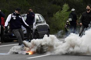 Mii de migranţi la frontiera Greciei; Frontex dispune o intervenţie rapidă - Şantajul Turciei oprit prin forţă