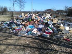 Comisarii de mediu, acțiuni în Cociuba Mare - Deşeuri de ambalaje depozitate neconform