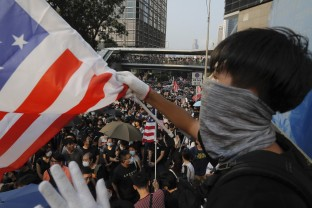 Protestatarii din Hong Kong au cântat imnul SUA - Provocare la adresa Chinei