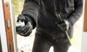 Un bărbat din Salonta a ajuns după gratii pentru mai multe furturi - Spărgător de locuinţe, arestat