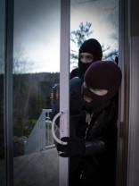 Grup organizat de hoți din locuințe - Trimis în judecată de polițiștii orădeni