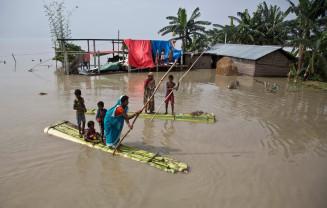 Inundații în India, Nepal şi Bangladesh - 700 de morți și 9,6 milioane de persoane afectate