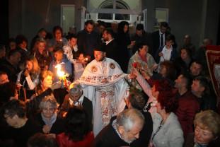 Sute de mii de orădeni au sărbătorit Învierea - Credincioşii au primit Lumină
