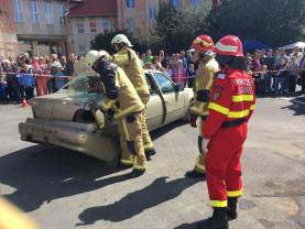 Exerciţii demonstrative şi defilare cu autospecialele de intervenţie - Ziua Pompierilor din România