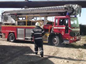 Nu uitați să aveți grijă de părinți și bunici! - Salvate de pompieri după ce au căzut în locuințe