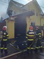 Un autoturism a fost distrus de flăcările care au cuprins un garaj - Incendiu în Oradea