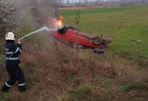 Pompierii au fost solicitați să intervină la alte două incendii, în Beiuș și Nojorid - Autoturism cuprins de flăcări