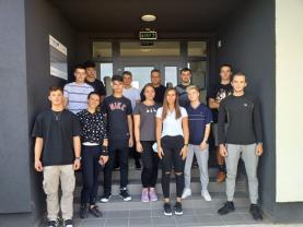 """Voluntarii au absolvit Cursul de prim ajutor de bază organizat de ISU """"Crişana"""" - Zeci de """"salvatori din pasiune"""" se pregătesc pentru a-și ajuta semenii"""