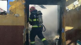 Flăcările au izbucnit în două gospodării și un autoturism - Incendii în trei localități bihorene
