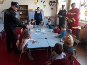 Mii de preșcolari și elevi, pregătiţi de pompieri în domeniul situaţiilor de urgenţă - Învăţaţi să prețuiască viața